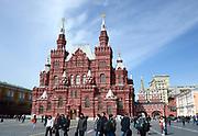 Moskou is de hoofdstad en met afstand de grootste stad van Rusland, voorheen van de Sovjet-Unie./// Moscow is the capital and by far the largest city of Russia, formerly the Soviet Union.<br /> <br /> Op de foto / On the photo:  Het Nationaal Historisch Museum gezien vanaf het Rode Plein  ////  The National History Museum as seen from Red Square