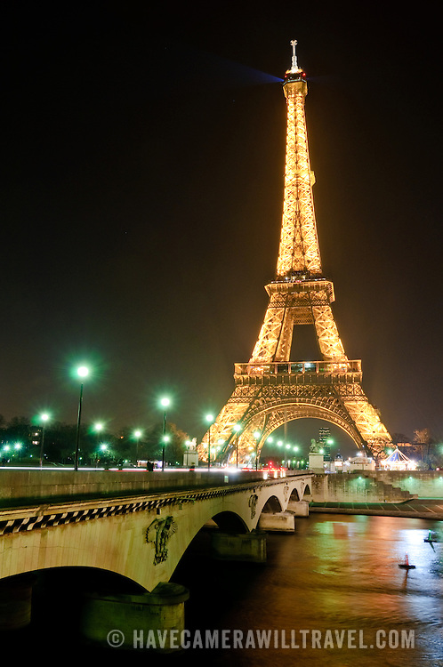 Eiffel Tower at night from the Palais de Chaillot, facing southeast