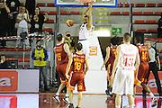 DESCRIZIONE : Roma Lega Basket A 2011-12  Acea Virtus Roma EA7 Emporio Armani Milano<br /> GIOCATORE : Malik Hairston<br /> CATEGORIA : tiro controcampo schiacciata<br /> SQUADRA : EA7 Emporio Armani Milano<br /> EVENTO : Campionato Lega A 2011-2012 <br /> GARA : Acea Virtus Roma EA7 Emporio Armani Milano<br /> DATA : 25/04/2012<br /> SPORT : Pallacanestro  <br /> AUTORE : Agenzia Ciamillo-Castoria/ GiulioCiamillo<br /> Galleria : Lega Basket A 2011-2012  <br /> Fotonotizia : Roma Lega Basket A 2011-12 Acea Virtus Roma EA7 Emporio Armani Milano <br /> Predefinita :
