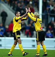 Fotball, 7. april 2002. Treningskamp Lillestrøm - Vålerenga 1-0.  Clayton Zane og Magnus Kihlberg, Lillestrøm, jubler etter scoring.
