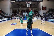 DESCRIZIONE : Roseto Lega A1 2005-06 Roseto Basket Montepaschi Siena <br /> GIOCATORE : Woodward <br /> SQUADRA : Montepaschi Siena <br /> EVENTO : Campionato Lega A1 2005-2006 <br /> GARA : Roseto Basket Montepaschi Siena <br /> DATA : 15/01/2006 <br /> CATEGORIA : Tiro <br /> SPORT : Pallacanestro <br /> AUTORE : Agenzia Ciamillo-Castoria/G.Ciamillo