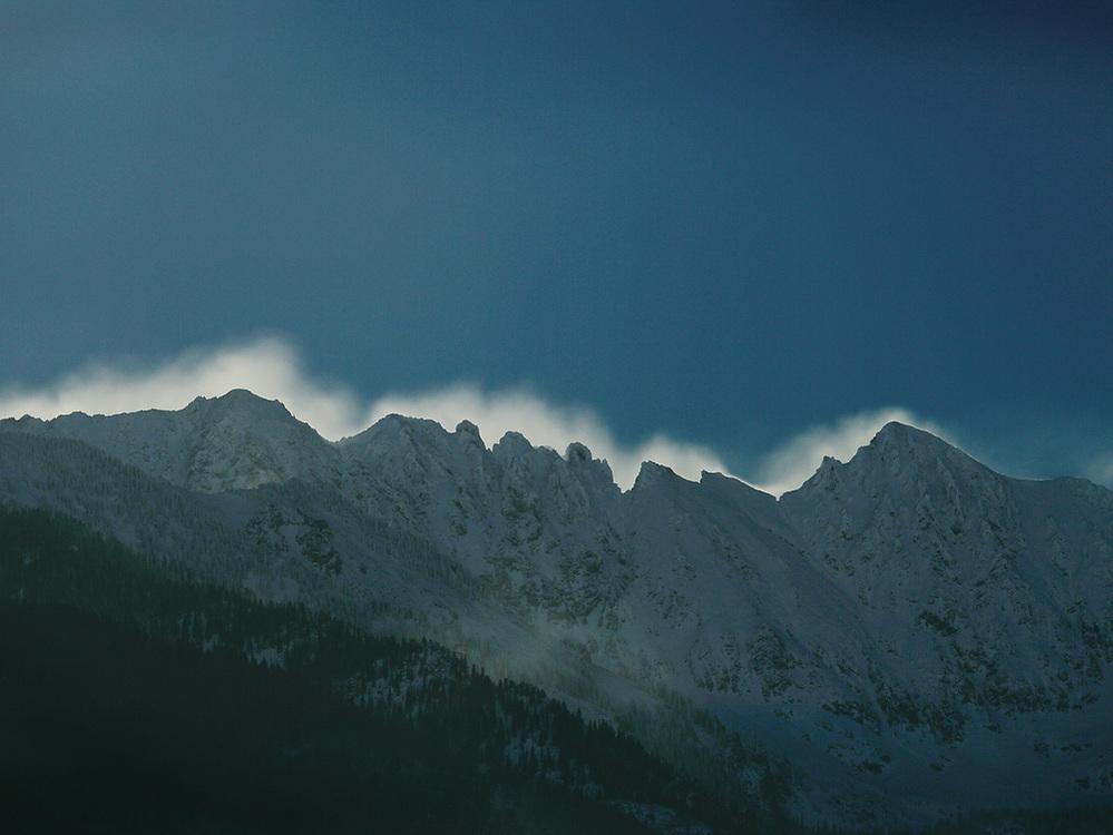 MOONLIGHT ON WIND-DRIVEN SNOW OFF THE GRAND TRAVERSE, WINTER, GORE RANGE, EAGLE'S NEST WILDERNESS, COLORADO