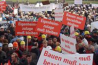07 NOV 2002, BERLIN/GERMANY:<br /> Demonstraten mit Schildern, Demonstration gegen die Kuerzung der Eigenheimzulage, am Startpunkt Alexanderplatz<br /> IMAGE: 20021107-01-033<br /> KEYWORDS: Demo, Bau, Baugewerbe, Kürzung, Demostrant, demonstrator, Subventionen