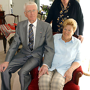 NLD/Huizen/20050511 - 50 Jarig huwelijk Fam. Willems - Taans Nieuw Bussumerweg 123 Huizen, bezoek van wethouder Willy Metz