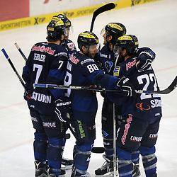 Torjubel zum 1:0 durch 88 Brandon McMillan (Spieler ERC Ingolstadt) mit auf dem Bild 7 Brian Lebler (Spieler ERC Ingolstadt), 15 John Laliberte (Spieler ERC Ingolstadt), 9 Brandon Buck (Spieler ERC Ingolstadt) und 22 Brain Salcido (Spieler ERC Ingolstadt) beim Spiel in der DEL, ERC Ingolstadt (blau) - Nuenrberg Ice Tigers (weiss).<br /> <br /> Foto © PIX-Sportfotos *** Foto ist honorarpflichtig! *** Auf Anfrage in hoeherer Qualitaet/Aufloesung. Belegexemplar erbeten. Veroeffentlichung ausschliesslich fuer journalistisch-publizistische Zwecke. For editorial use only.