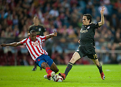 22.04.2010, Estadio Vicente Calderon, Madrid, ESP, UEFA EL, Atletico Madrid vs Liverpool FC im Bild Liverpool's Yossi Benayoun and Club Atletico de Madrid's Luis Perea, EXPA Pictures © 2010, PhotoCredit: EXPA/ Propaganda/ D. Rawcliffe / SPORTIDA PHOTO AGENCY