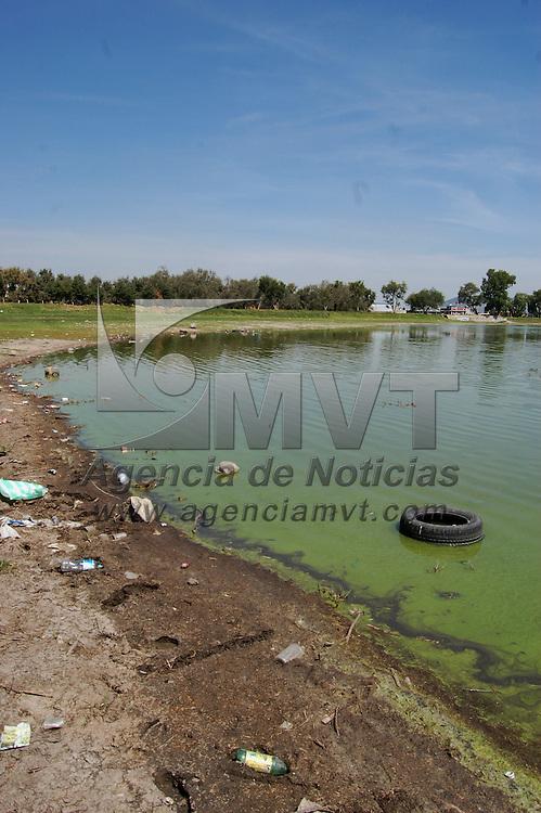 Zinacantepec, Mex.- Contaminación de la laguna de Ojuelos que presenta una notable disminución en su caudal. Agencia MVT / Alfonso García. (DIGITAL)<br /> <br /> <br /> <br /> NO ARCHIVAR - NO ARCHIVE