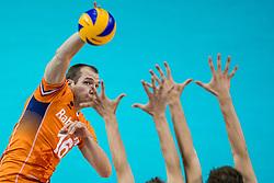 19-08-2017 NED: Oefeninterland Nederland - Italië, Apeldoorn<br /> De Nederlandse volleybal mannen spelen hun tweede oefeninterland van twee in Topsporthal De Voorwaarts tegen Italie als laatste voorbereiding op het EK in Polen / Wouter ter Maat #16