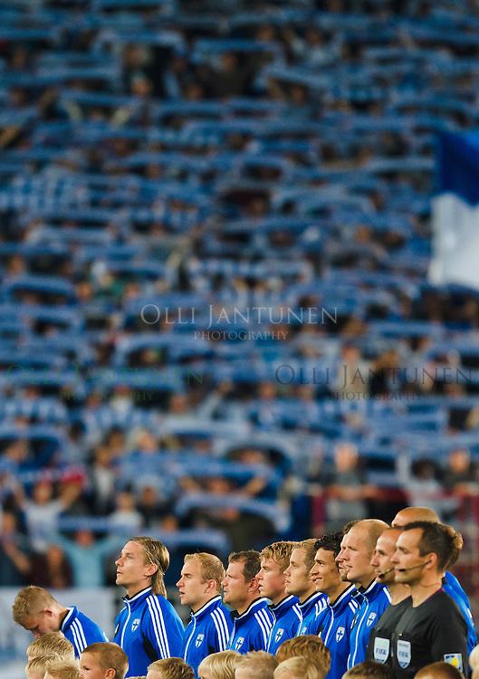 Suomen avauskokoonpano taustanaan Pohjoiskaarre. MM2014-karsintaottelu Suomi-Espanja. Olympiastadion, Helsinki, Suomi. 6.9.2013.