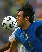 John Pantsil Ghana, Luca Toni<br /> Fussball WM 2006 Italien - Ghana<br /> Italia<br /> Norway only<br /> Fotball VM