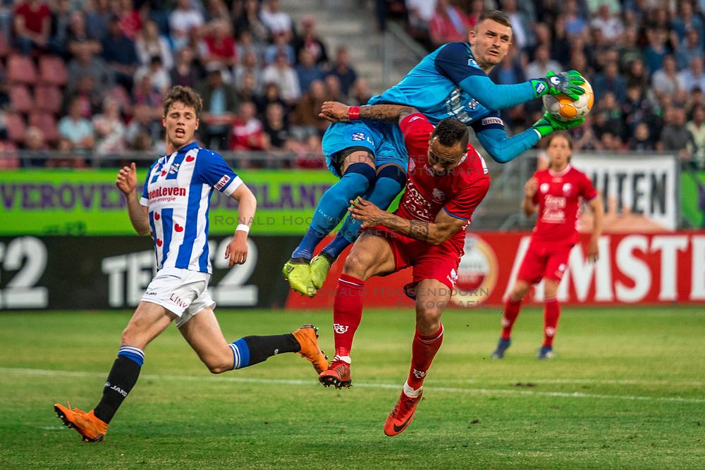 12-05-2018 NED: FC Utrecht - Heerenveen, Utrecht<br /> FC Utrecht win second match play off with 2-1 against Heerenveen and goes to the final play off / (L-R) Kik Pierie #5 of SC Heerenveen, Martin Hansen #24 of SC Heerenveen, Sean Klaiber #17 of FC Utrecht