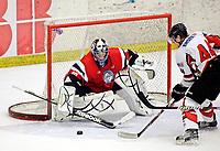 Ishockey<br /> Treningskamp<br /> Østerrike v Norge<br /> 09.04.2010<br /> Foto: Gepa/Digitalsport<br /> NORWAY ONLY<br /> <br /> Laenderspiel, Norwegen vs Oesterreich, Vorbereitungsspiel. Bild zeigt Ruben Smith (NOR) und Mickey Elick (AUT).