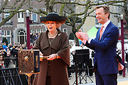 Koningin Beatrix heropent het Rijksmuseum na een verbouwing van bijna tien jaar.<br /> <br /> Queen Beatrix reopens the the Rijksmuseum after renovations of almost ten years.<br /> <br /> Op de foto / On the photo:  Koningin Beatrix en directeur Wim Pijbes verrichten de openingshandeling voor de heropening van het Rijksmuseum.<br /> <br /> Queen Beatrix and director Wim Pijbes conduct the opening ceremony for the reopening of the Rijksmuseum.