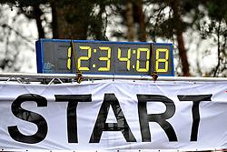27-11-2011 ATLETIEK: NK CROSS 53e WARANDELOOP: TILBURG<br /> Sart korte cross klok tijd<br /> ©2011-FotoHoogendoorn.nl