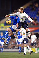 Photo: Ashley Pickering.<br />Ipswich Town v Leeds United. Coca Cola Championship. 16/12/2006.<br />Ipswich and Leeds players challenge in the air