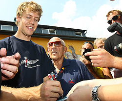 17.07.2010, Groebming, AUT, Ennstal Classic, Chopard Grand Prix Groebming, im Bild Sebastian Vettel und Sir Stirling Moss geben Autogramme, EXPA Pictures © 2010, PhotoCredit: EXPA/ J. Groder / SPORTIDA PHOTO AGENCY