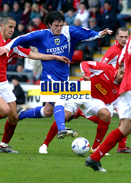 Photo: Dave Linney.<br />Crewe Alexander v Cardiff City. Coca Cola Championship. 17/04/2006.Cardiff's Steven Thompson powers through the Crewe defence
