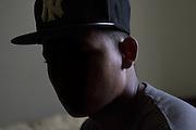 Luis Méndez, de 15 años, un joven de San Pedro Sula deportado (nombre real cambiado), habla durante una entrevista en una localización sin revelar.  (Prometeo Lucero)