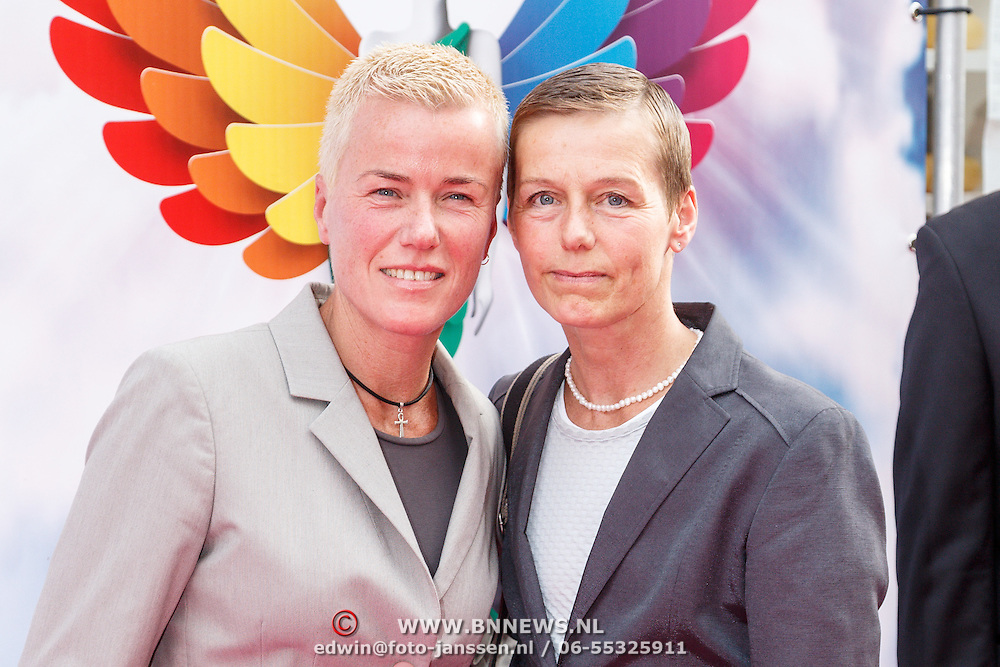 NLD/Amsterdam/20150629 - Uitreiking Rainbow Awards 2015, politevoorlichtster Ellie Lust en partner