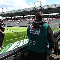 nph00001  Praesident Oke Goettlich (St. Pauli) mit Mundschutz im Interview vor leeren Raengen im Millerntor-Stadion<br /> Hamburg, 17.05.2020, Fussball 2. Bundesliga, FC St. Pauli - 1. FC Nuernberg <br /> <br /> Foto: Tim Groothuis/Witters/Pool//via Kokenge/nordphoto