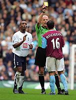 Shoulder Biting incident : Jermaine Defoe (Spurs) carries on the arguement as Steve Bennett books Javier Mascherano (West Ham) for the original foul on Defoe. BARCLAYS PREMIERSHIP. TOTTENHAM HOTSPUR v WEST HAM UNITED. 22/10/2006. CREDIT COLORSPORT / KIERAN GALVIN