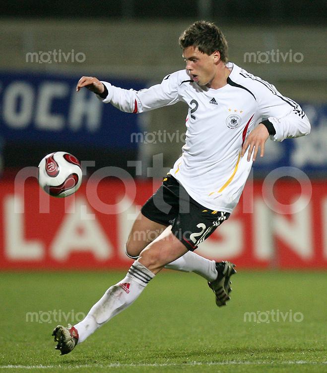 Fussball  International    U21 LAENDERSPIEL  Deutschland - Tschechische Republik    Sebastian BOENISCH (GER), Einzelaktion am Ball