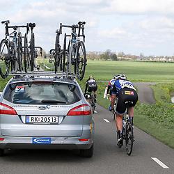16-04-2016: Wielrennen: IJsseldelta Topcompetitie vrouwen: Zwolle<br />ZWOLLE (NED) wielrennen <br />Wind was in deze editie de grootste tegenstanders van de vrouwen. Kirsten Wild in overleg met ploegleider