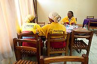 09 OCT 2009, DAR ES SALAAM/TANZANIA:<br /> Frauen in der Kantine, Zementwerk der Twiga Cement Company, einer Tochter der HeidelbergCement Group, ONE Informationsreise nach Tansania<br /> IMAGE: 20091009-01-133<br /> KEYWORDS: Reise, Trip, Afrika, Africa, Wirtschaft, Daressalam