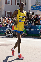 Robert Cheruiyot, defending champion, warms up