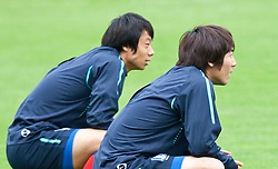 02.06.2010, Fussballstadion, Neustift, AUT, FIFA Worldcup Vorbereitung, Training Sued Korea, im Bild v.l. 1st Reihe, Yeom Ki-hun ( KOR ) and Cho Yong Hyung ( KOR )2. Reihe v.l. Lee Seung-yeoul ( KOR ) and Kim Bo-kyung ( KOR ) machen Laufübungen. EXPA Pictures © 2010, PhotoCredit: EXPA/ J. Groder / SPORTIDA PHOTO AGENCY