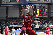 DESCRIZIONE: Cucciago Lega A 2015-16 <br /> Acqua Vitasnella Cantu' Olimpia EA7 Emporio Armani Milano<br /> GIOCATORE: Jamal McLean<br /> CATEGORIA: schiacciata sequenza<br /> SQUADRA: Olimpia EA7 Emporio Armani Milano<br /> EVENTO: Campionato Lega A 2015-2016<br /> GARA:Acqua Vitasnella Cantu' Olimpia EA7 Emporio Armani Milano<br /> DATA: 29/11/2015<br /> SPORT: Pallacanestro<br /> AUTORE: Agenzia Ciamillo-Castoria/A. Ossola<br /> Galleria: Lega Basket A 2015-2016<br /> Fotonotizia: Milano Lega A 2015-16 <br /> Acqua Vitasnella Cantu' Olimpia EA7 Emporio Armani Milano