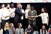 Koning Willem-Alexander tijdens het begin van de Week voor de Gezonde Jeugd in de Werkspoorkathedraal in Utrecht. Gedurende de week vinden op scholen, verenigingen en in buurthuizen activiteiten plaats die een gezonde leefstijl stimuleren.<br /> <br /> King Willem-Alexander during the beginning of the Week for Healthy Youth in the Werkspoorkathedraal in Utrecht. During the week activities take place at schools, associations and in community centers that stimulate a healthy lifestyle. <br /> <br /> <br /> Op de foto / On the photo:  Openingshandeling Week voor de Gezonde Jeugd door <br /> Z.M. Koning Willem-Alexander, JOGG-ambassadeur Juvat Westendorp en kinderen van de Juvat Dance Academy