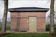 Nederland, Leur, 7-2-2007..In dit gehucht in de gemeente Wijchen staat een oud vooroorlogs elektriciteitshuisje in baksteen, van de provinciale electriciteitsmaatschappij, PGEM. Door schaalvergroting en privatisering is deze later opgegaan in de NUON...Foto: Flip Franssen/Hollandse Hoogte