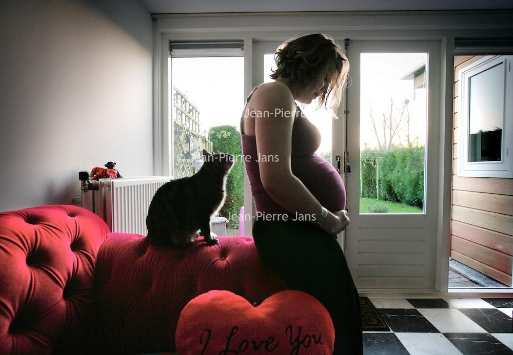 Nederland, Amsterdam,26 februari 2008..Zwangere vrouw.