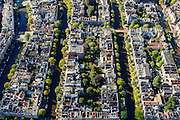 Nederland, Noord-Holland, Amsterdam, 27-09-2015; grachtengordel direct ten Noorden van Raadhuisstraat (boven in beeld). Binnentuinen aan het Singel, de Herengracht, Keizergracht en Prinsengracht. Doorsneden door Torensluis en Lelygracht.<br /> Building blocks and courtyards along the canals, inner city.<br /> luchtfoto (toeslag op standard tarieven);<br /> aerial photo (additional fee required);<br /> copyright foto/photo Siebe Swart