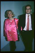 Amanda and Elliot Elliasch, Young British Artists, Saatchi Gallery, 4.3.92© Copyright Photograph by Dafydd Jones 66 Stockwell Park Rd. London SW9 0DA Tel 020 7733 0108 www.dafjones.com