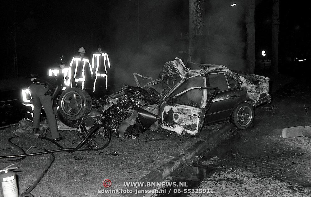 NLD/Bilthoven/19920418 - Dodelijk ongeval Biltseweg Soest, auto tegen benzinepomp