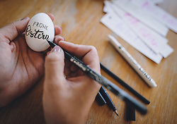 THEMENBILD - eine Frau beschriftet Ostereier mit frohe Ostern, aufgenommen am 10. April 2020, Oesterreich // a woman writing on Easter eggs in German Letters, Austria on 2020/04/10. EXPA Pictures © 2020, PhotoCredit: EXPA/ JFK