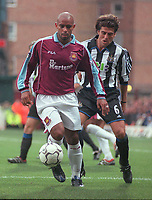 Trevor Sinclair (West Ham) and Clarence Acuna (Newcastle). West Ham United v Newcastle United. FA Premiership, 28/10/00. Credit: Colorsport / Nick Kidd.