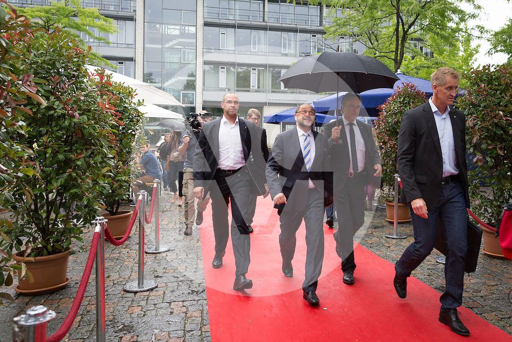 DEUTSCHLAND - HAMBURG - Ankunft von Martin Schulz (M), Präsident des Europäischen Parlaments; an der netzwerk recherche e.V. Jahreskonferenz 2016 - 08. Juli 2016 © Raphael Hünerfauth - http://huenerfauth.ch