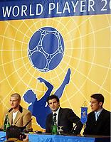 Fotball: 17.12.2001 Zürich, Schweiz,<br />Der Engländer David Beckham, der Portugiese Luis Figo und Spanier Raul am Montag (17.12.2001) bei einer Pressekonferenz der Kandidaten für den Weltfussballer des Jahres vor der FIFA-World Player Gala in Zürich.<br /><br />Foto: ANDY MüLLER, Digitalsport