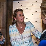 NLD/Amsterdam/20140512 - Uitreiking Nannic Award 2014, Quinty Trustfull - van den Broek word emotioneel als de Nannic Award wint