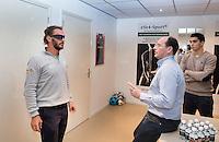 RIDDERKERK - EYE-SPORT. Joost Luiten bij optometrist Richard Hoctin Boes. High Performance SportsVision Training (HPST) HPST van ZIEN is een individueel trainingsprogramma uitgewerkt door SportsVision optometrist Richard L.M. Hoctin Boes, BSc. Optometry. COPYRIGHT KOEN SUYK