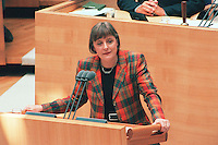 "27 MAY 1998, BERLIN/GERMANY:<br /> Angela Merkel, CDU, Bundesumweltministerin, haelt eine Rede, Bundestagsdebatte ""Stahlung bei Atomtransporten"", Deutscher Bundestag<br /> IMAGE: 19980527-03/02-16<br /> KEYWORDS: speech"