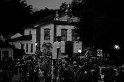 Tiradentes_MG, 14 de Fevereiro de 2010 ..UOL - Carnaval nas cidades historicas de Minas Gerais. ..Na foto, o Bloco do Batuque desfile pelo centro historico da cidade. ..Projeto de secretaria de turismo busca resgatar o carnaval tradicional, com proibicao de funk e axe e incentivo aos blocos de rua.....Foto: Leo Drumond / NITRO