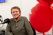Naarden, 14-02-2021 , Studio 100% NL<br /> <br /> Televisiepresentator Robert ten Brink krijgt een eigen Valentijn-special op radiozender 100% NL. Het programma staat geheel in het teken van de liefde en Robert laat vandaag bijzondere liefdeswensen in vervulling gaan in zijn eenmalige programma op 100% NL.