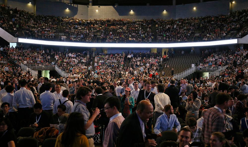 Berkshire Hathaway shareholders wait for the start of the Berkshire Hathaway annual meeting in Omaha, Nebraska, U.S. May 6, 2017. REUTERS/Rick Wilking