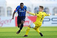 Fotball , Eliteserien , Eliteserien 2018<br /> 25.04.2018 , 20180425<br /> Stabæk - Start<br /> Stabæks Bi Sylvestre Franck Fortune Boli runder Starts Elliot Käck<br /> Foto: Sjur Stølen / Digitalsport