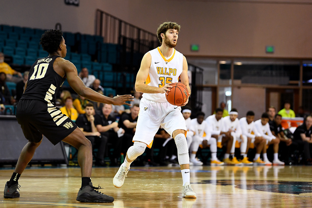 Conway, SC - November 18, 2018 - HTC Center: Ryan Fazekas (35) of the of the Valparaiso University Crusaders during the 2018 Myrtle Beach Invitational.<br /> (Photo by Joe Faraoni / ESPN Images)
