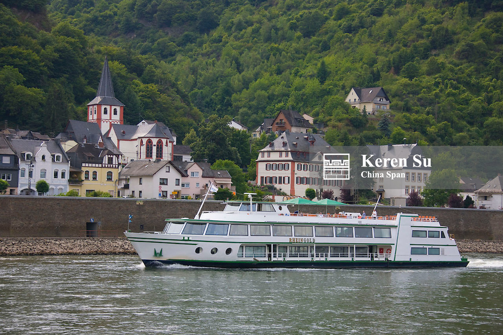 Houses along river Rhine, Upper Middle Rhine Valley (UNESCO World Heritage site),  Bad Salzig, Germany